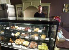 FOTO A deschis în Centrul Vechi un atelier de dulciuri fine. A învățat bucătăria și cofetăria în Italia și a fost chef 10 ani