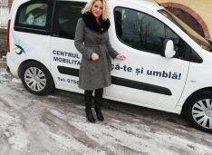 Primul taxi gratis pentru persoanele cu dizabilități. Dispecer și șoferi voluntari de la Asociația Ridică-te și Umblă