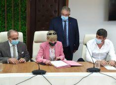 """S-a semnat contractul de modernizare a drumului Botoșani-Târgu Frumos. Șoptică: """"Guvernarea PNL aduce investiții concrete în Botoșani"""""""