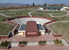 Amfiteatrul de la Cornișa devine centrul culturii. După Teatru, Filarmonica se mută în cel mai mare parc de distracții din regiune pe timpul verii
