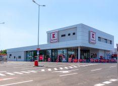 Kaufland a deschis al doilea magazin din Botoșani: 90 de locuri de muncă noi, stație de încărcare pentru mașini electrice, spațiu de reciclat PET-uri, sticle și doze aluminiu