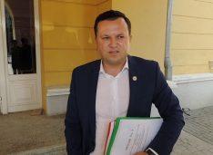 Cătălin Silegeanu: Nu suntem cetățeni de mâna a doua. Merităm un oraș cu străzi asfaltate, cu locuri de muncă plătite decent. Merităm un oraș viu