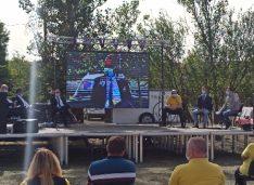 FOTO Secretarul general al PNL și-a prezentat proiectul de candidatura la Primărie într-o emisiune LIVE de pe terenul de sport