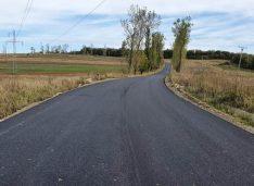 FOTO S-au finalizat lucrările la drumul județean Baisa-Corni. Încep lucrările la Corni-Sarafinești