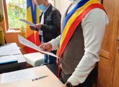 FOTO Surpriza alegerilor locale a depus jurământul de primar. Claudiu Ilaș a preluat conducerea Primăriei Dângeni