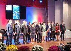 """VIDEO-FOTO Cosmin Andrei a depus jurământul de primar. Emoții, aplauze și """"Pornim cu motoarele turate!"""""""
