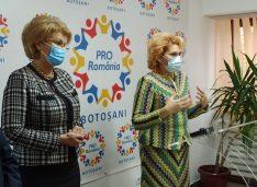 """Roxana Țurcanu: """"Dezastru în curtea spitalului. Stau bolnavii câte 8 ore. De ce nu luăm exemplul celor din Oradea?"""""""
