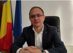 """VIDEO 8 milioane euro va costa finalizarea Teatrului """"Mihai Eminescu"""" și accent pe fonduri europene și investiții în următorii 4 ani. Interviu cu primarul Cosmin Andrei"""