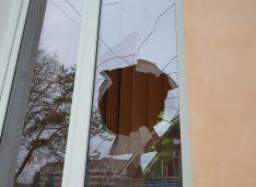FOTO Sediul PNL din municipiu a fost vandalizat