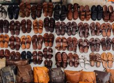 Cum îți asortezi sandalele cu ținuta (ghid vestimentar pentru bărbați)