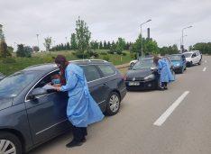FOTO A început vaccinare drive-thru în aquapark-ul Cornișa