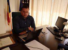 """Cătălin Silegeanu: """"Fără învățători tehnologia nu ar fi de nici un folos. La mulți ani tuturor Învățătorilor!"""""""