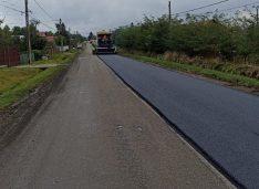 FOTO A început turnarea covorului asfaltic pe drumul județean Săveni-Vorniceni