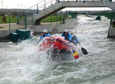 Prima competiție pe un râu artificial de rafting, în România: Cornișa IRF Rafting Cup 2021