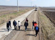 ALDE și Țurcanu o acuză pe Federovici că s-a pozat cu drumul de la Prăjeni, dar a uitat să-l și asfalteze